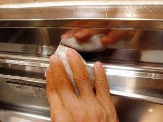 キッチンシンクを掃除7